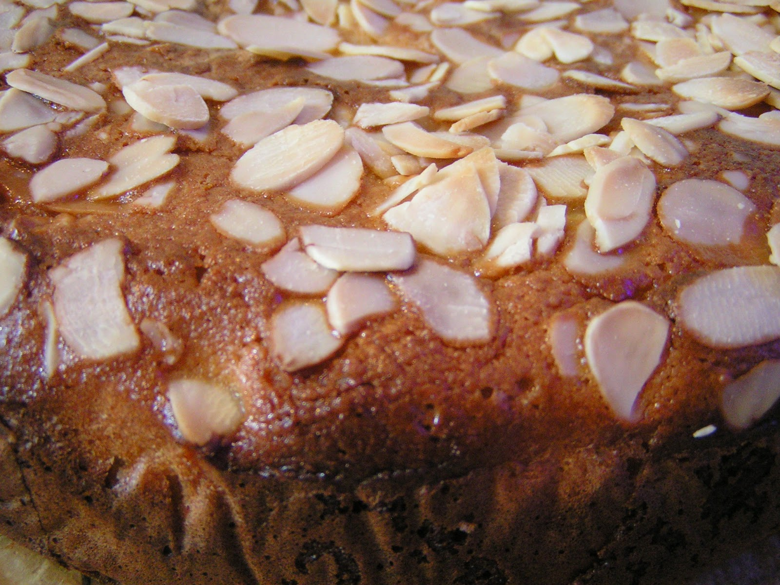 Easy apple & almond cake - or what to do with a rogue can of apple compote