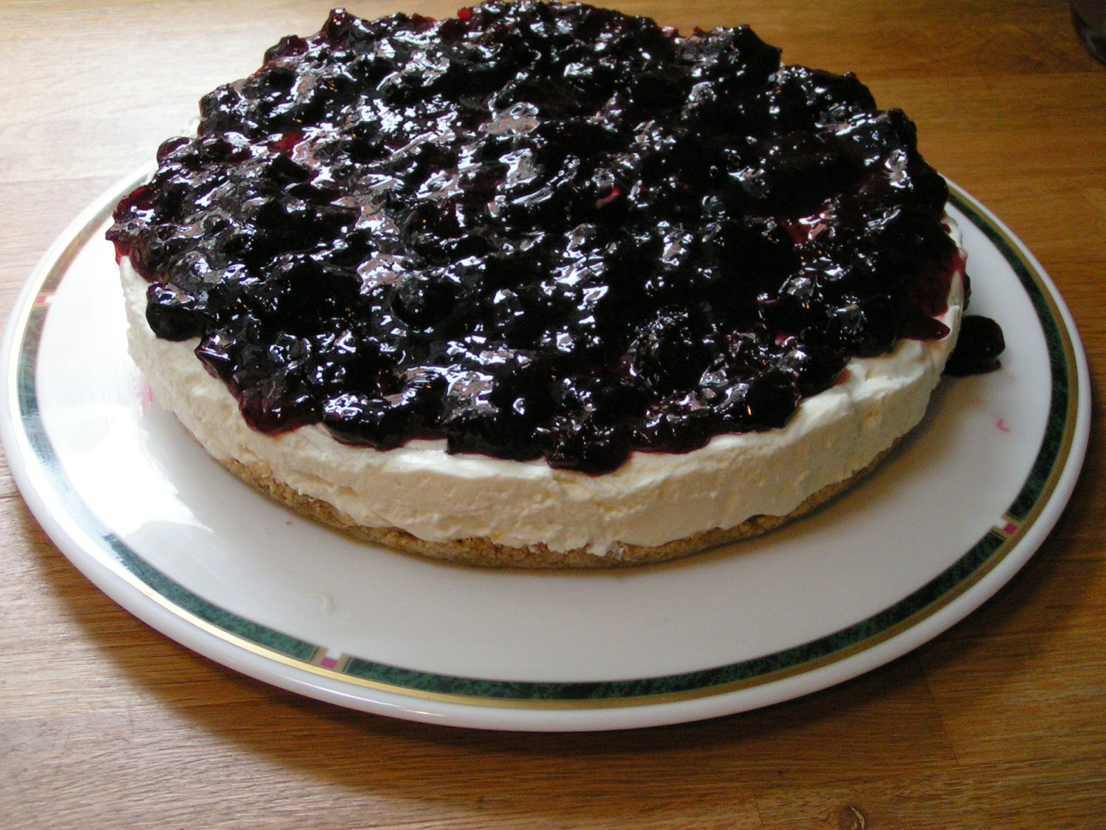 Reckless cheesecake & blackcurrant jam