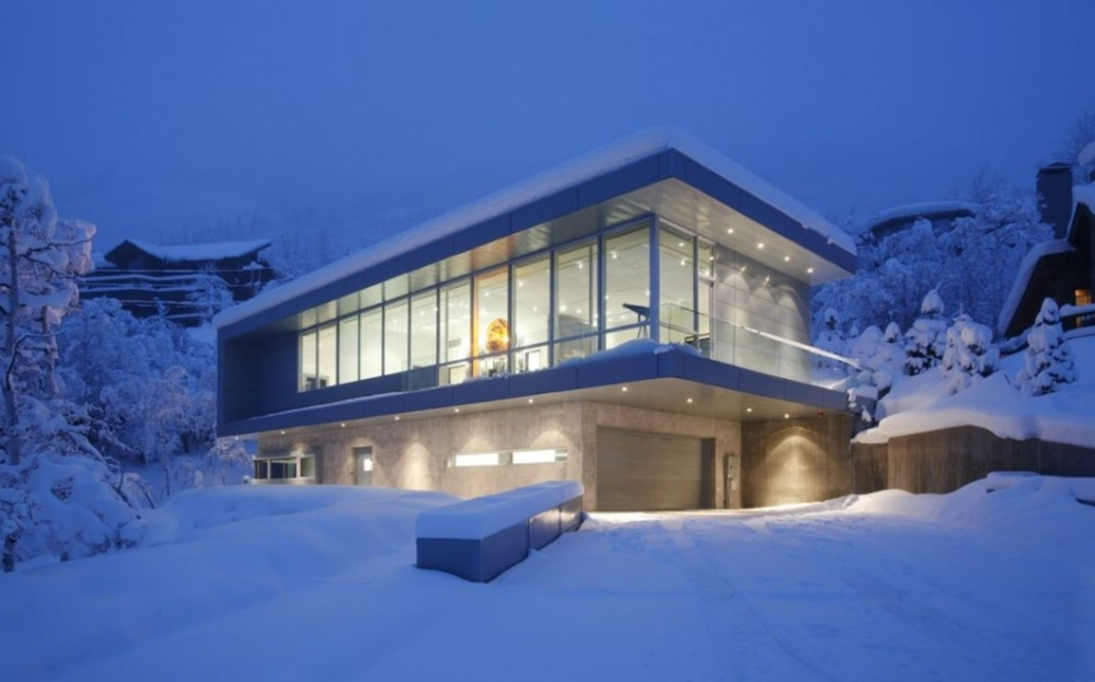 4 house in the snow.jpg
