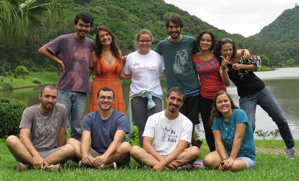 Lab team at the 2014 retreat, with collaborators, graduate, and undergraduate students. From left to right: (standing) Gilberto J. Fernandez, Renata Ilha, Pâmela Friedemann, Pedro Martins, Alejandra Pizarro, Carolina Schuch; (seating) Bento C. Gonçalves, Murilo Guimarães, Gonçalo Ferraz, and Bianca Darski.