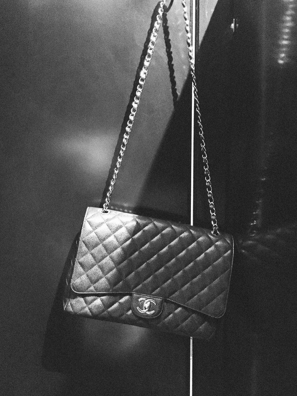 chanel maxi bag via taylorkristiina.com
