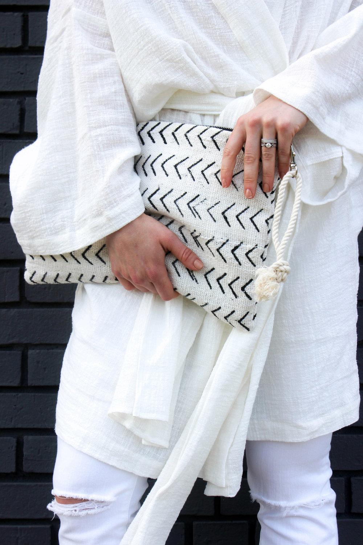 Wearing The Wylde Kimono, Posse Sandals, Madewell Denim, and Salt Shoppe Mudcloth Clutch - taylorkristiina.com