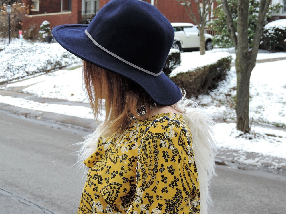 how to wear a navy fedora