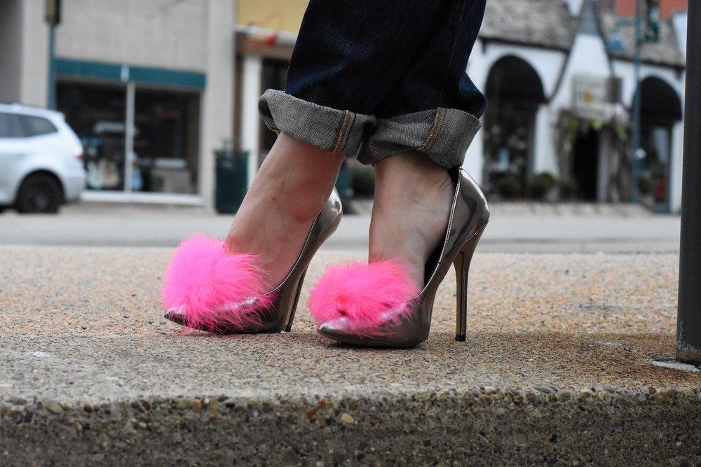 Pink feather pom-pom heels