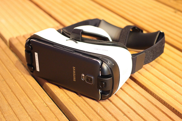 Samsung Gear VR Photo by Maruizio Pesce / CC BY