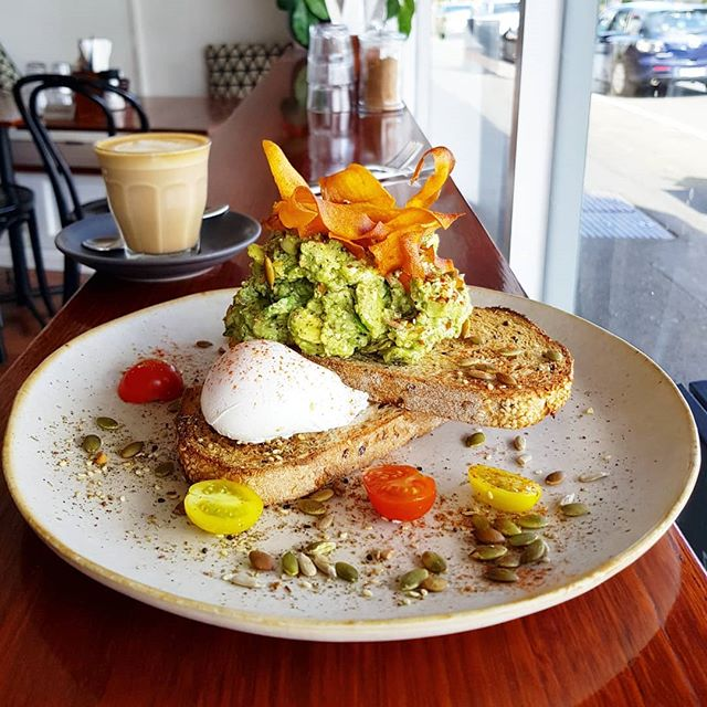 The weekend is near - and so is your favourite smashed avo! 🌿🌿🌿 #thecolonelsson #blackrock #bayside #melbourne #melbournecafe #melbourneeats  #melbournefood #healthy #smashedavo #avocado