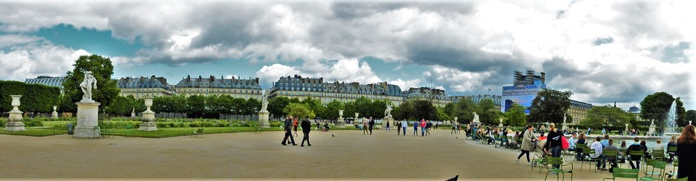 Strolling through Jardin Tuileries