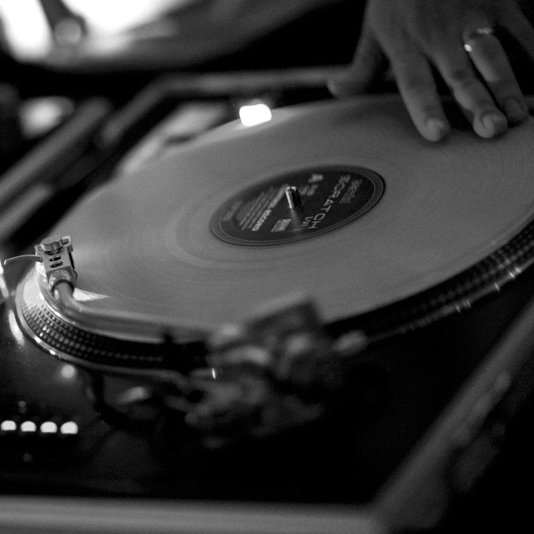 ABOUT-DJ-SERVICES-IMAGE