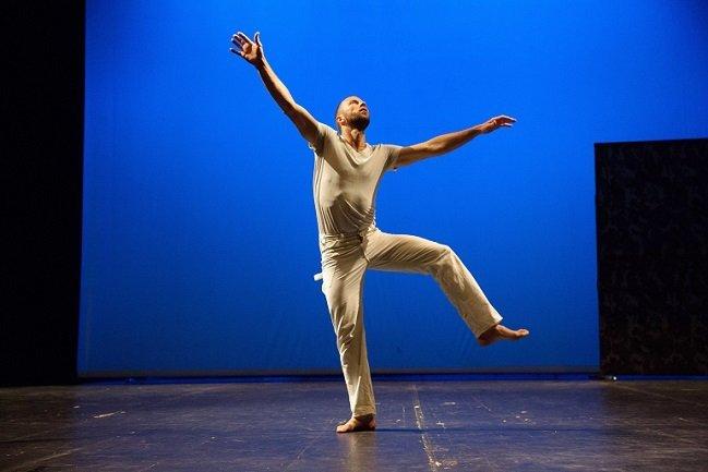 (Steve Paxton:  Bound . Performed by Jurij Konjar. Photograph by Nada Žgank. Photo via  Museo Reina Sofia, Madrid )