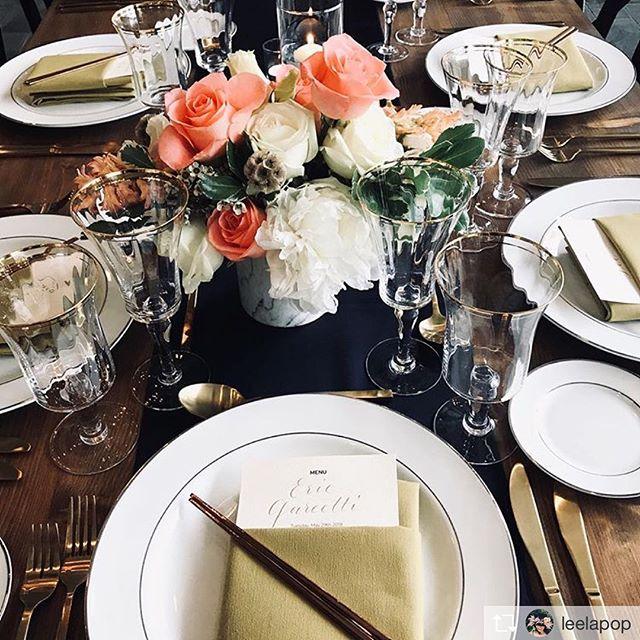 How beautiful is this stunning tablescape by the talented @leelapop? 😍 Lucky to have been a part of it #calligraphy #moderncalligraphy #calligrapherbynight #dinnerparty #drphmartins #copperplategold #personalizedmenus #crustaceansbeverlyhills #houseofan #flowers #tablesetting #tablescape