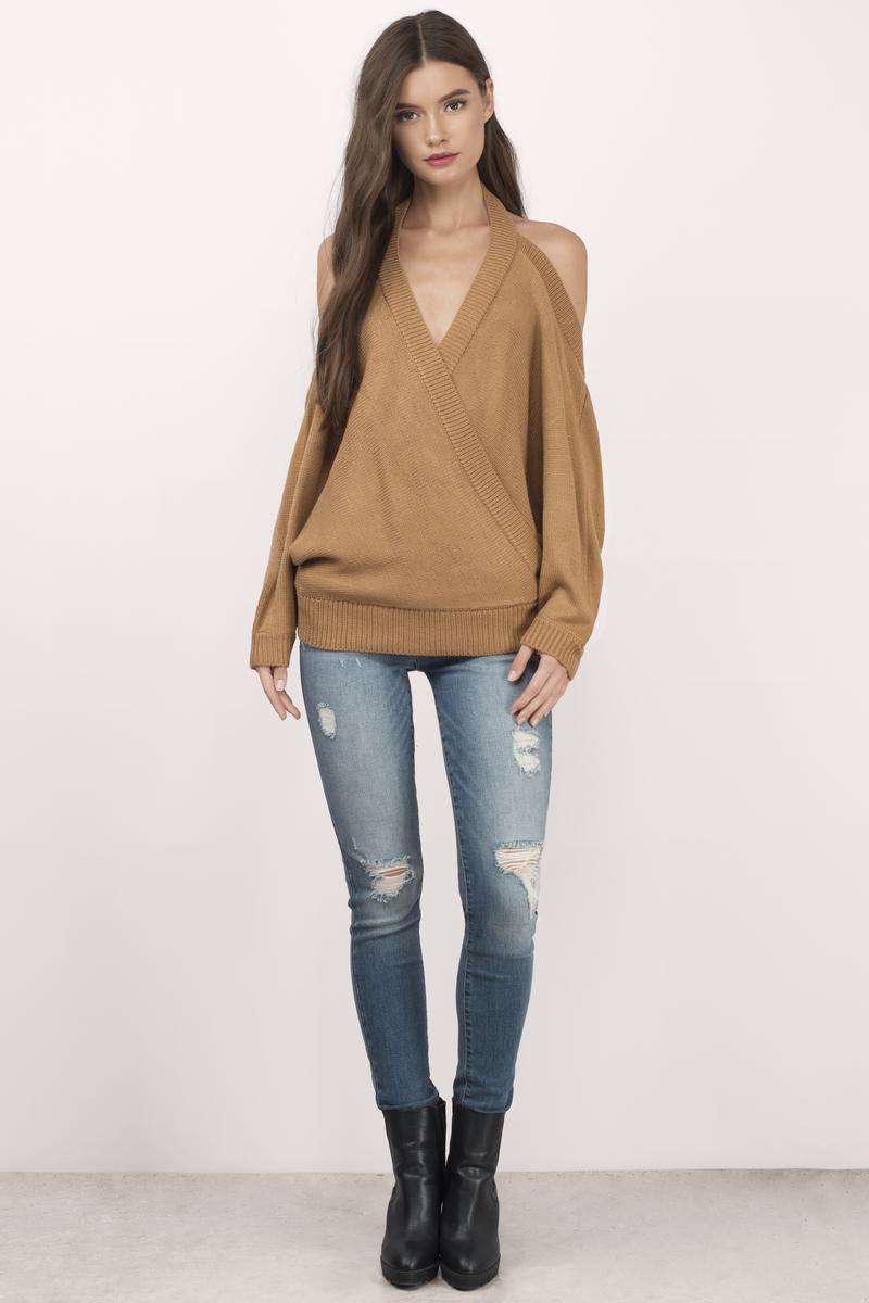 Chrystal_lacza_camel-evana-halter-sweater-3.jpg
