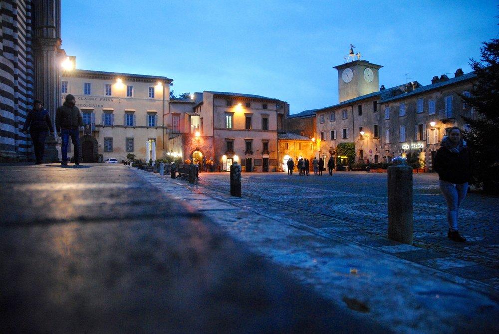 Piazza del Duomo flank Kim Spragg.jpg