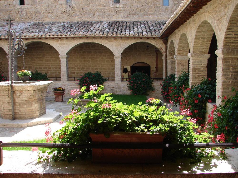 #4 San Damiano cortile.JPG