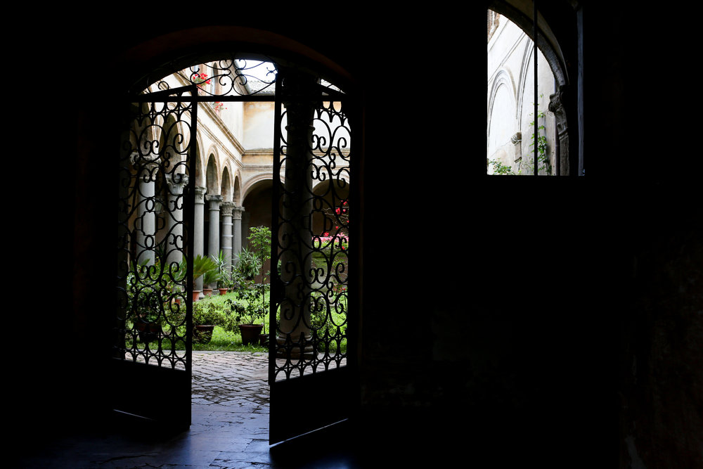 The alternative entrance into the Palazzo courtyard from the back door (photo by Gianna Scavo)