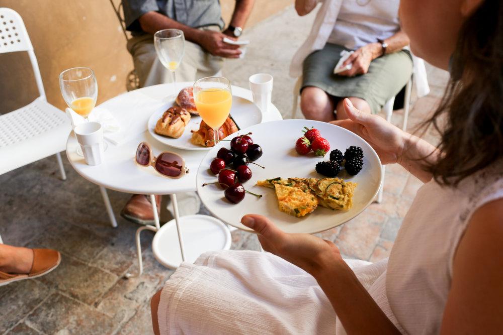 #4 Palazzo Pointer breakfast porticato table.jpg