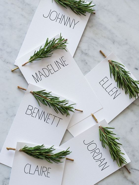 Source: http://thebridenextdoor.fr/2013/12/27/escort-cards-romarin/