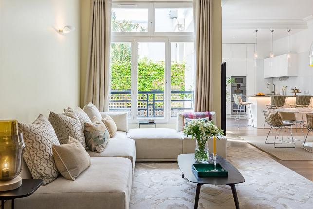 salon-salle-a-manger-cuisine-appartement-a-paris-a-louer-renovation-architecte-interieur-643x429.jpg