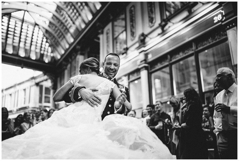 The Lamb Leadenhall Market Wedding Photographer-97.jpg