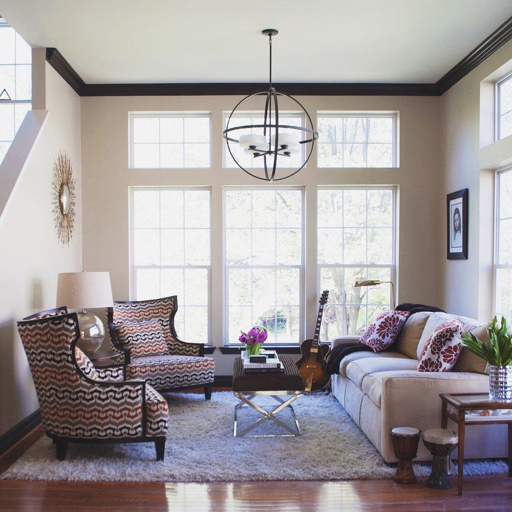 clarksville_transitional_modern_classic_living_room_designed_by_reidy_creative_1.jpg