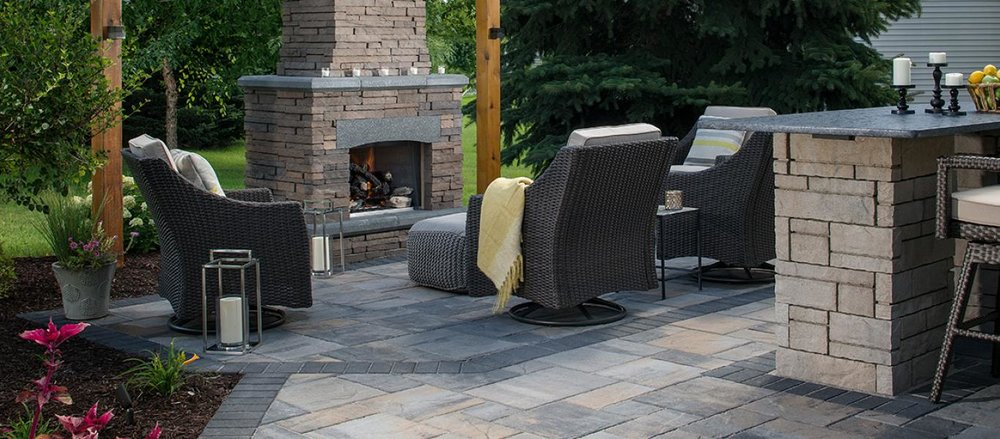 NFD_WEST_BEL2016_RES_Patio_Fireplace_LafittRusticSlabTG_TandemWall_BordeauxFireplace_001.jpg