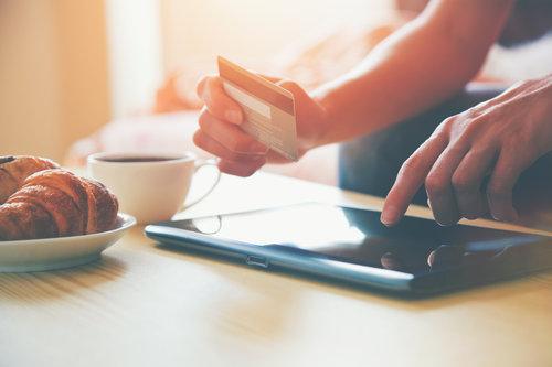 Fire måder at skræddersy anmeldelsesinvitationer til kunderejsen