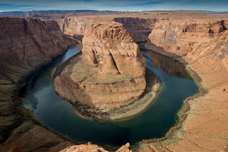 Photograph of Horseshoe Bend in Page, Arizona.