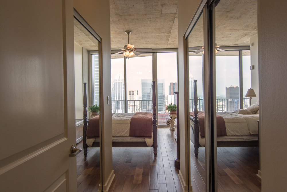 Modern apartment with view of Austin downtown