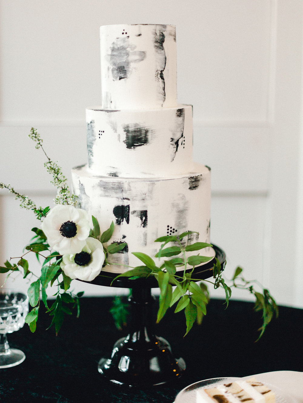 Modern black and white marble wedding cake