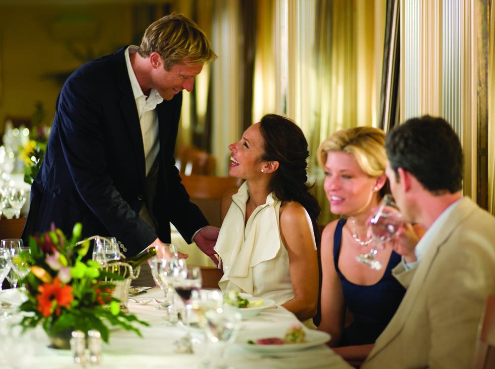 Guests_Dining__The_Restaurant_SjyTj_L5lBa5EhtCDLBbe9r18q0ABlZBh_cmyk_l.jpg