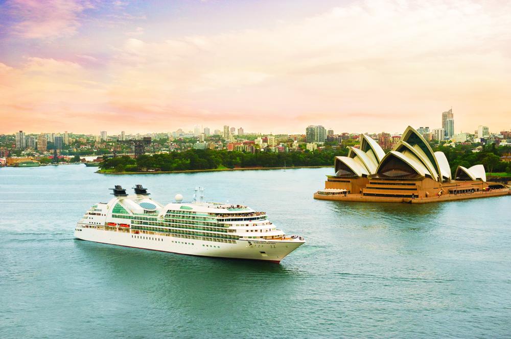 Seabourn_Odyssey_in_Sydney_Harbor_SPbevVLmqFDqcYMzDqZOuAr18q0ABlZBh_cmyk_l.jpg