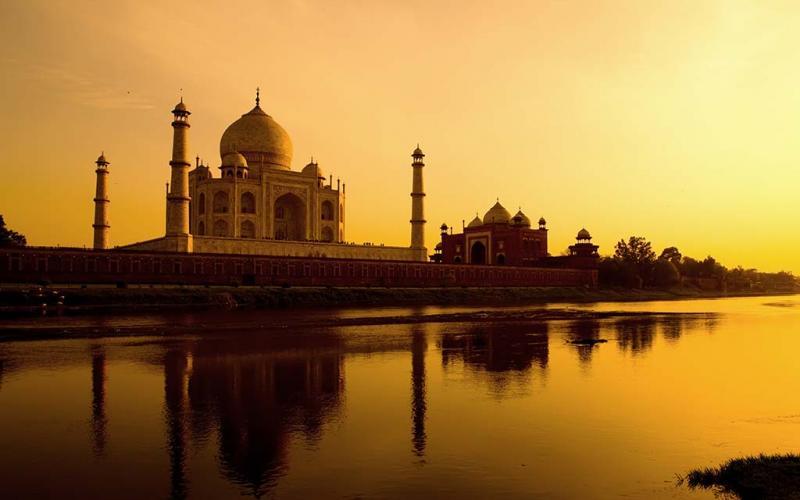 enlightened-inida-hero-india-agra-taj-mahal-16505722.jpg