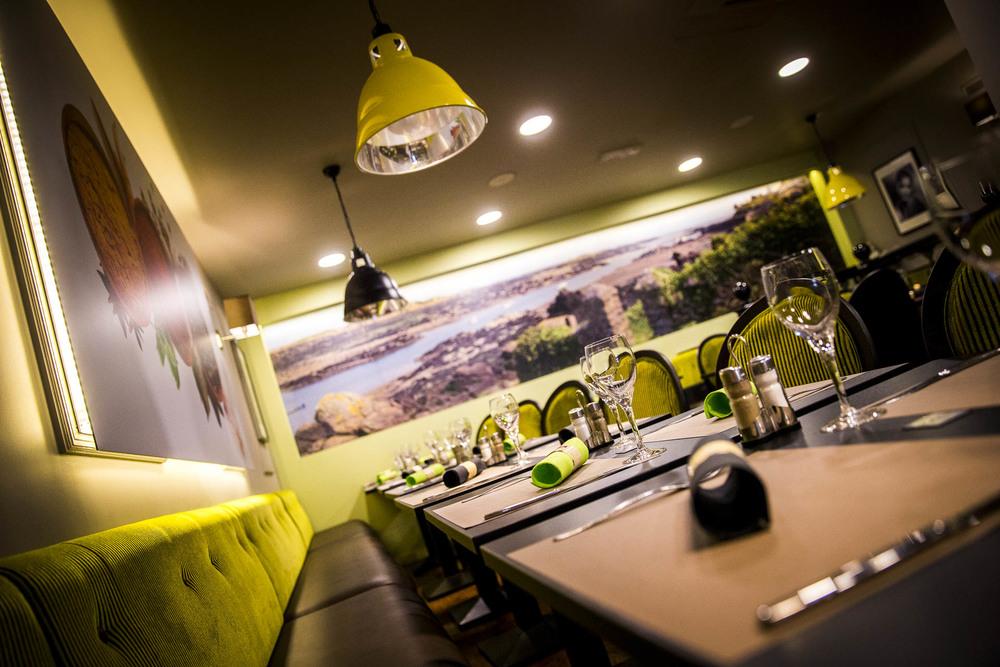 La salle de restaurant du Café le Pirate Granville