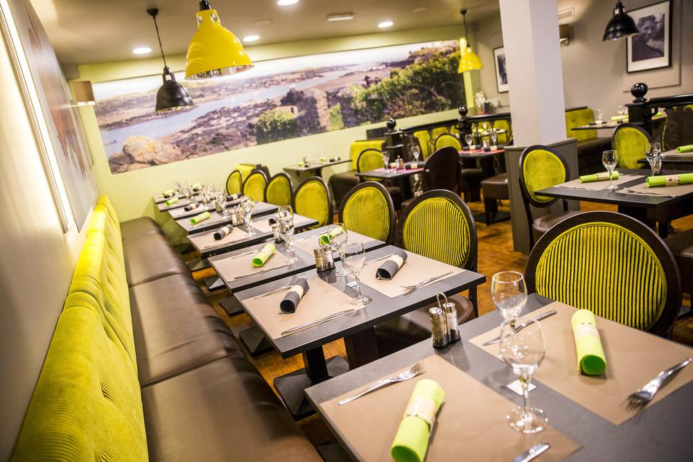 Salle de restaurant : capacité de 140 couverts Café le Pirate