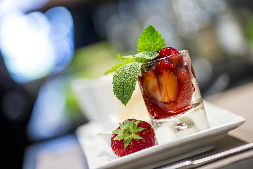 Café gourmand et verrine de fraises Café le Pirate Granville