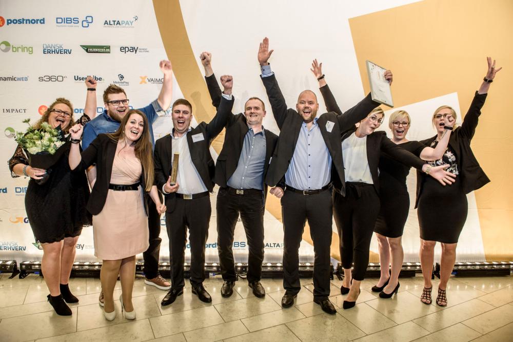 """L'équipe de Cykelpartner après avoir gagné le titre de """"User's Favorite"""" au Danish E-Commerce Awards en 2016 pour la deuxième fois consécutive. (Photo: FDIH)"""