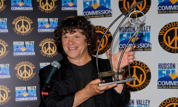Michael Lang accepts  2011 Spirit of Woodstock Award