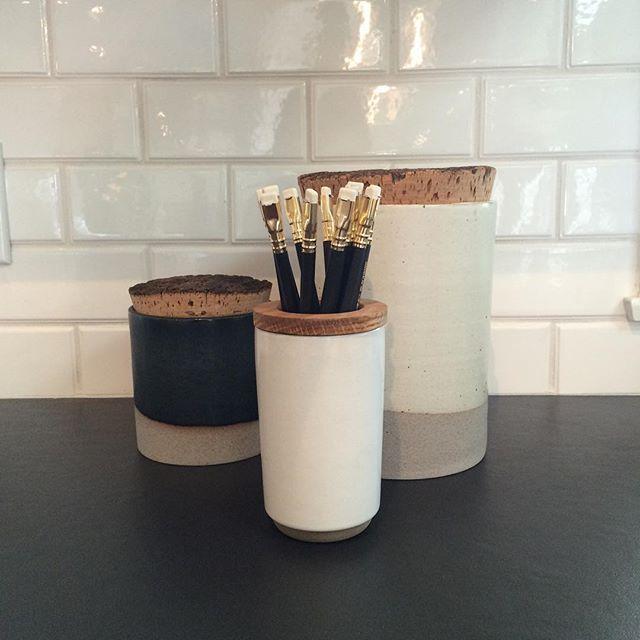 My favorite black pencils in perfect #pottery #interiordesign #interiordecor #homeaccessories #kitchen #blackandwhite #Ariannasabrainteriors