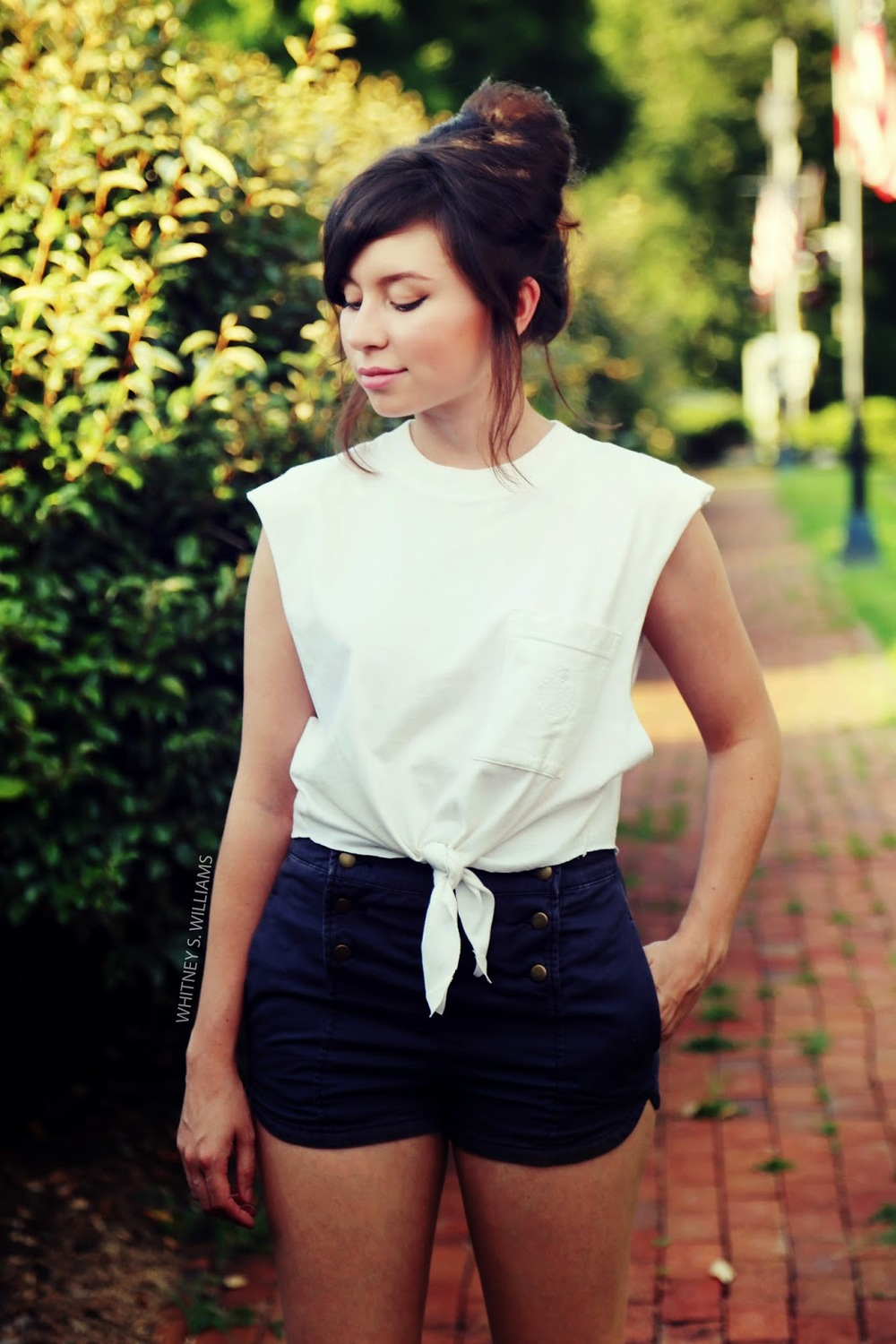 alaLadywolf_whitney+s+williams_DIY_plain+white+tee_main4.jpg