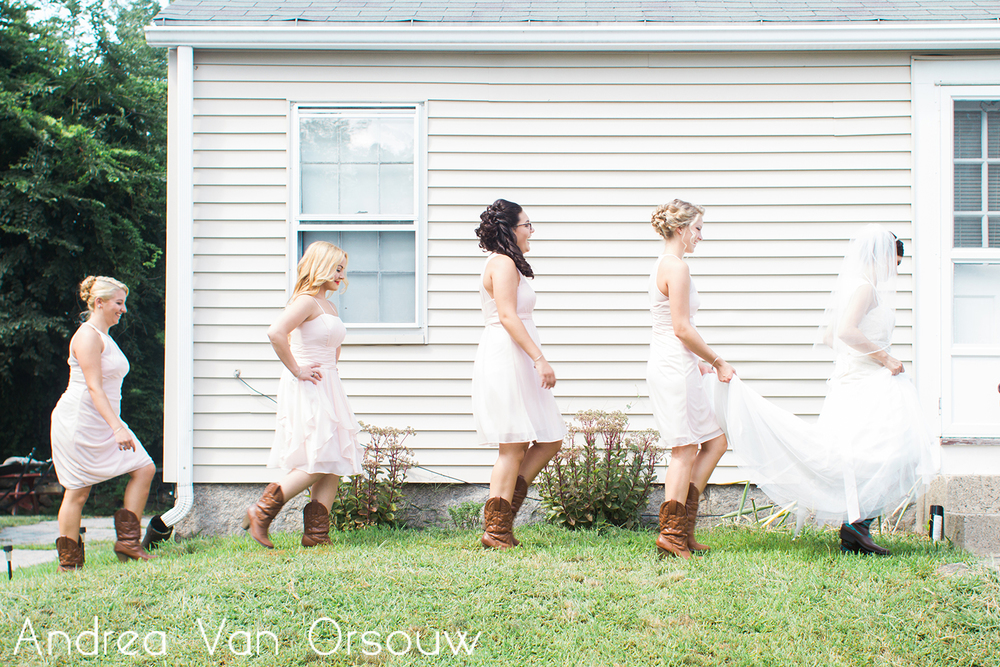 bride_and_bridesmaids_walk.jpg