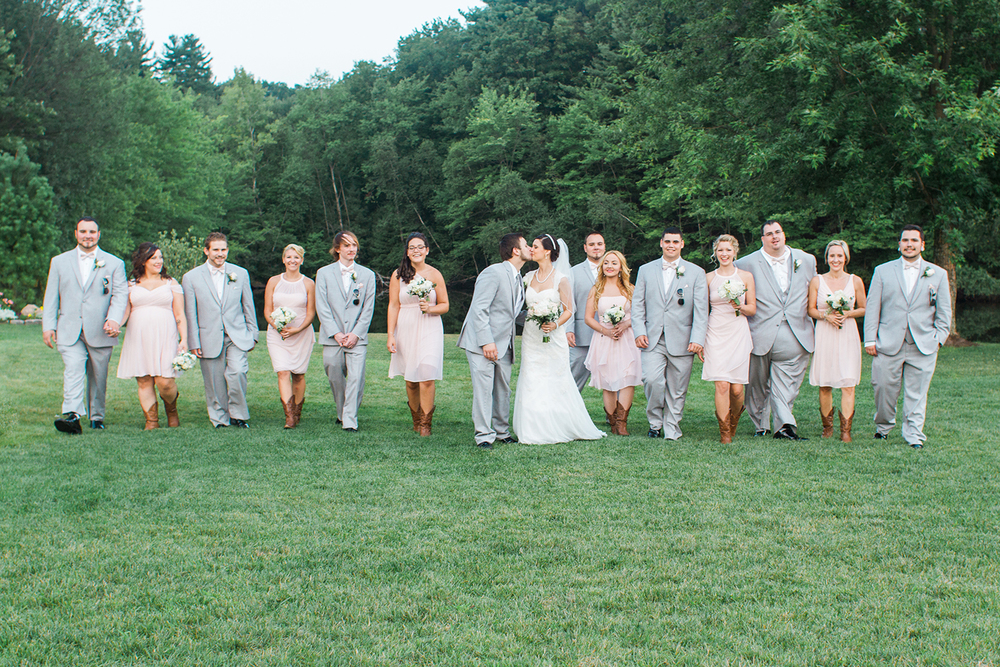 bridal_party_walking_kiss.jpg