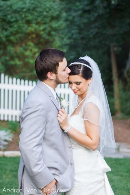 bride_groom_forehead_kiss.jpg