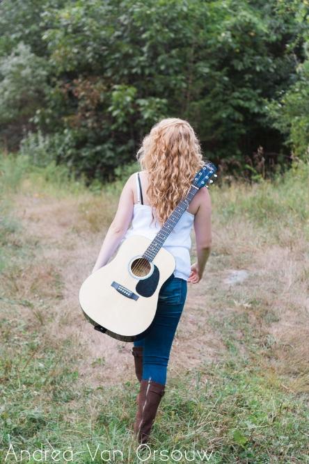 girl_guitar.jpg