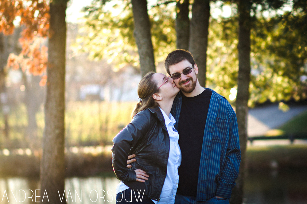 kiss_on_cheek_couple_golden_hour.jpg