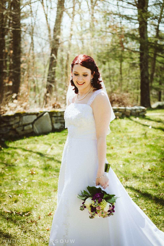 bridal_portrait_bride_bouquet_purple_spring_new_england_Wedding_photographer.jpg