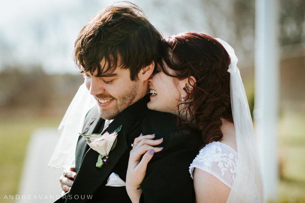 bride_groom_couple_wedding_new_england_connecticut_couple_poses_rhode_island_wedding_photographer_artistic_natural.jpg