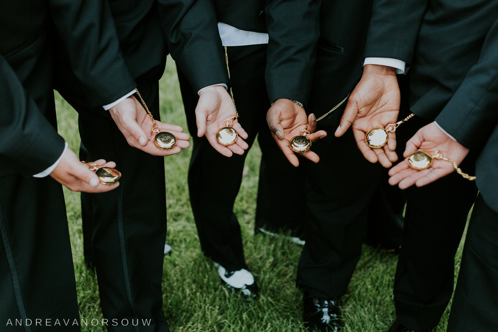 groomsmen_gifts_pocketwatch_vintage_classy_bridal_party_wedding_photographer_connecticut.jpg