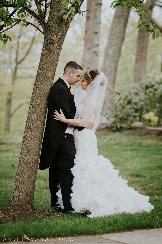 bride_groom_cute_pose_close_kiss_new_england_wedding_photographer.jpg