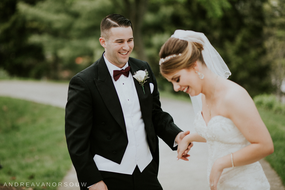 wedding_couple_laughing_fun_pose_natural_hartford_connecticut_wedding_photographer.jpg