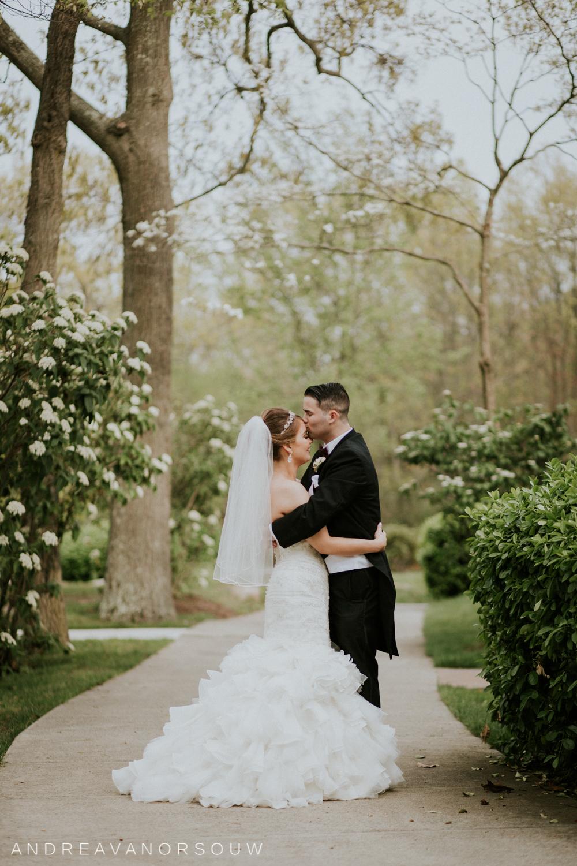 forehead_kiss_bride_groom_intimate_new_england_photographer.jpg