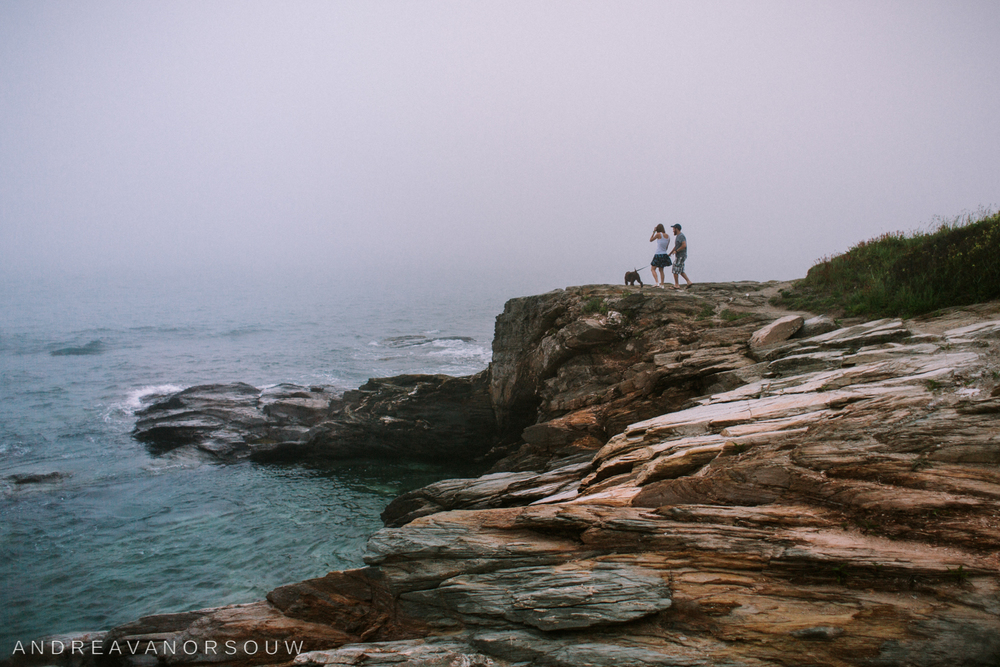 jamestown_rhode_island_Ri_engagement_session_photoshoot_wedding_outdoors_connecticut_wedding_new_england_photographer_beach_cliff_ocean.jpg